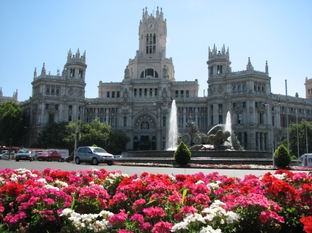 Plaza de Cibeles and Palacio de Comunicaciones at the background